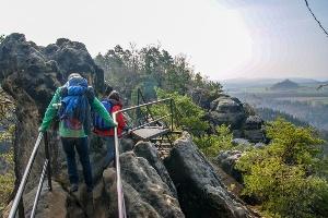 Foto Aussichtsreich und spektakulär geht es über den Schrammsteinweg