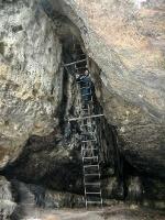 Foto Die steile Acht-Meter-Leiter in der Klufthöhle des Hinteren Raubschlosses