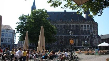 Historisches Rathaus + Markt
