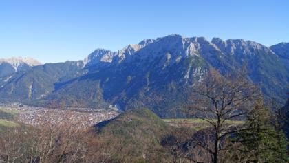 Blick über den Kamm zur Ederkanzel und zur Nördlichen Karwendelkette