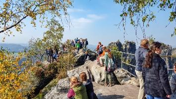 Foto So kann es an schönen Wochenenden an der Schrammsteinaussicht aussehen