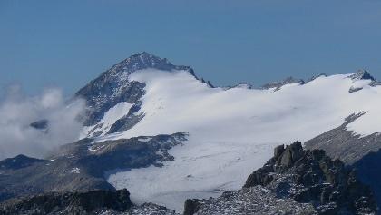 Monte Caré Alto über dem Laresgletscher von der Cima Presanella aus gesehen