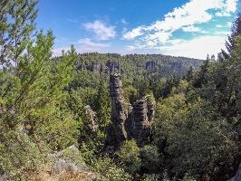 Foto Ausblick von der Johanniswacht auf die beeindruckenden Felsen im Bielatal