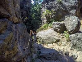 Foto Zwischen den zerklüfteten Felsen im Bielatal