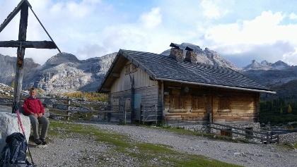Groß Fanesalm, rechts dahinter Monte Castello, Monte Casale und Monte Cavallo