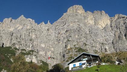 Rifugio 7° Alpini vor Schiara-Südwand - Ferrata Sperti in li Scharte und nordseitig zur Gusela Felsnadel - Ferrata Berti am li Grat zum Gipfel - Ferrata Marmol in re Schlucht zurück
