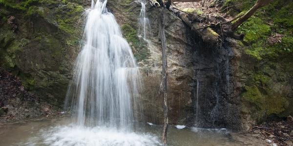 Gyönyörű, 3 méteres vízesés állja utunkat