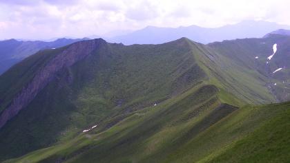Gratverbindung zum Tristenwandkopf: links felsiger Hauptgipfel, rechts Südgipfel