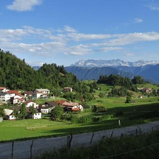 Road from the village of Livek to the village of Livške Ravne