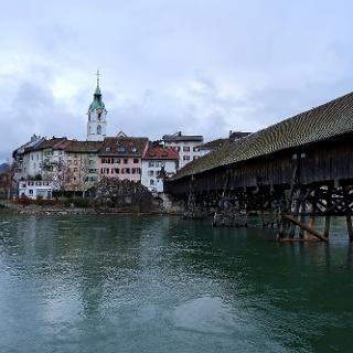 Olten mit historischer Holzbrücke.