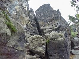 Foto Die abenteuerliche Stiege in der Klufthöhle der Falkenschlucht (Bildmitte)