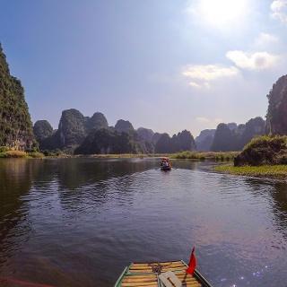 Bootstour durch die malerische Landschaft von Tràng An