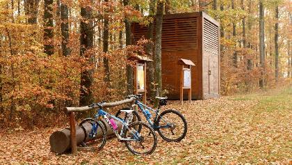 A Csillagpark felé öt tanösvény-állomásnál állhatunk meg - szerencsére a bringásokra is gondoltak a kerékpártámaszokkal