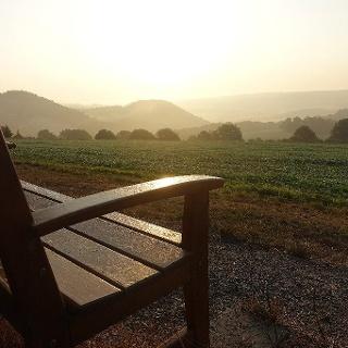 Sonnenaufgang auf dem Lahnwanderweg im Marburger Land