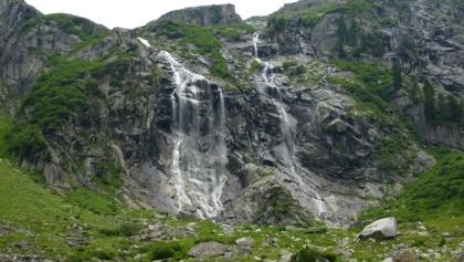 Wasserfall nahe der Materialseilbahn