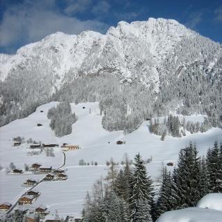Blick von Neader auf Alpbach mit dem Gratlspitz im Hintergrund
