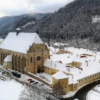 Das Stift Neuberg im Winter