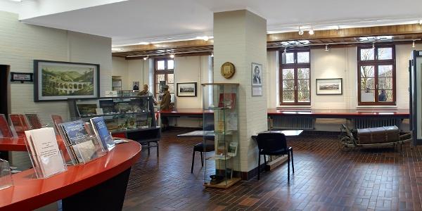 Infozentrum am Bahnhof Semmering (Copyright: Wiener Alpen, Foto: Bene Croy)