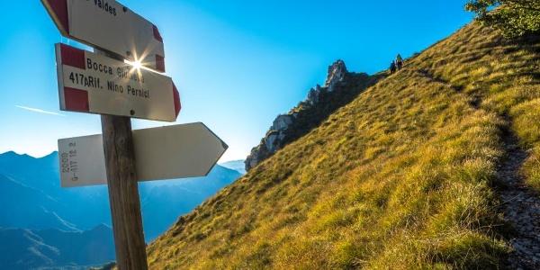 Lungo il sentiero di cresta tra Ledro e Garda