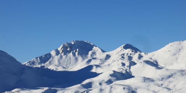 Mölser Sonnenspitze (links) und das Skispitzl (rechts der Bildmitte) vom Aufstieg zur Torspitze
