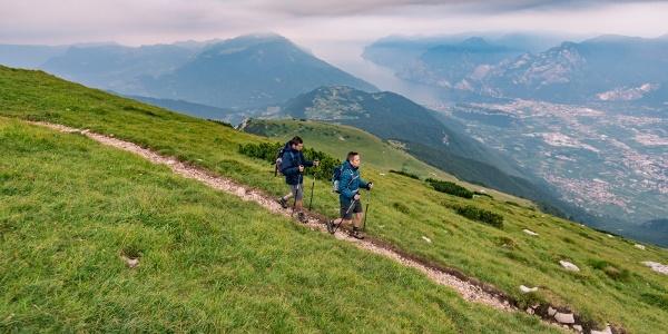 Dalla cima del monte Stivo verso il rifugio
