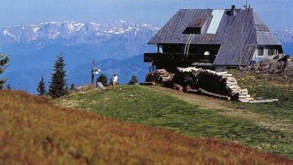 Kernstock Hütte am Gipfel des Rennfeld