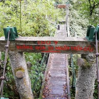 Brücke beim Love Waterfall