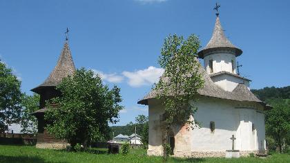 Biserica şi turnul clopotniţă