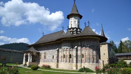 Biserica din incinta Manastirii Sucevita