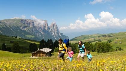 Wandern mit Familie in der Ferienregion Seiser Alm