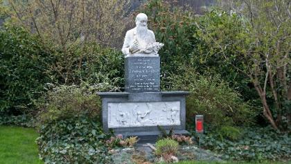 Grabstätte von Pfarrer Künzle