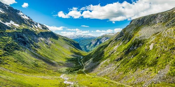 Aurlandsdalen Valley near Vassbygdi