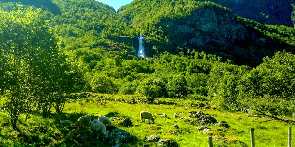 Brekkefossen Waterfall