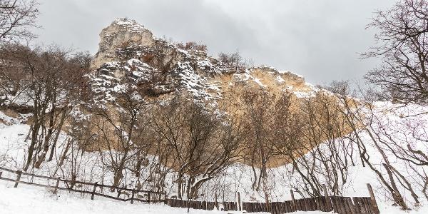 A Tündér-szikla alulról, a Z↺ és a Z▲ jelzésről
