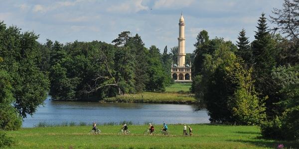 Minaret v zámeckém parku Lednice