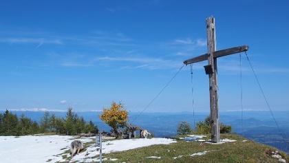 Matschacher Gupf mit Gipfelkreuz und Blick nach Nordosten