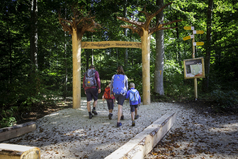 Portal zum Wanderweg Traufgängerle Hexenküche Albstadt
