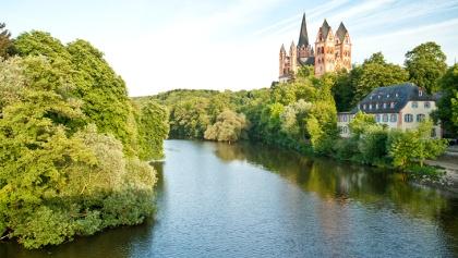 Der Limburger Dom thront oberhalb der Lahn