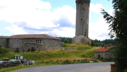 La Clause: Turm (12. Jh) auf Felsbrocken