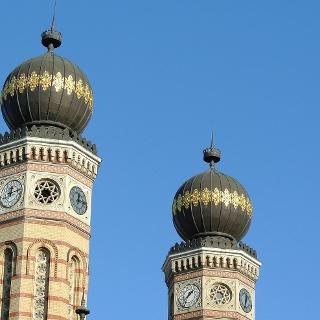 A Dohány utcai zsinagóga két tornya
