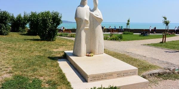 I. András és Anasztázia szobra Tihanyban