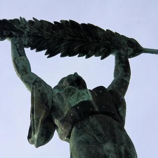 A Szabadság-szobor nőalakja, a pálmaággal a kezében