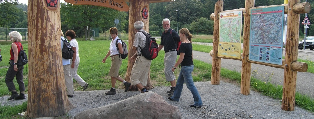 Wanderstart am Portal Gernsbacher Runde