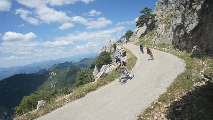 The last few kms of the climb to the summit are steep, but loads of fun to descend!