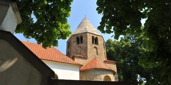 Románský kostel sv. Petra a Pavla v Řeznovicích