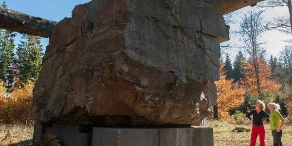 """Skulptur """"Stein - Zeit - Mensch"""" am WaldSkulpturenWeg Wittgenstein - Sauerland"""