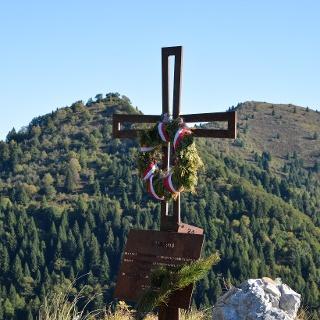 Cross under Pichea