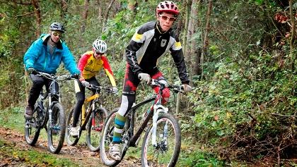 Mountainbiker unterwegs auf der Mountainbike-Strecke in Ebenau/Thüringen