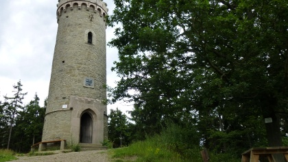 Kaiserturm mit Picknickbank