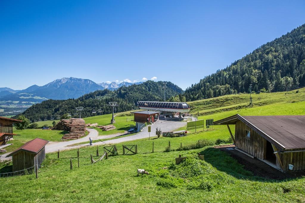 Bergstation 4er-Sesselbahn Erlebnisberg Oberaudorf Hocheck mit Tiergehege